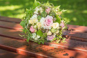 Blumen auf der Bank am Standesamt Gronau